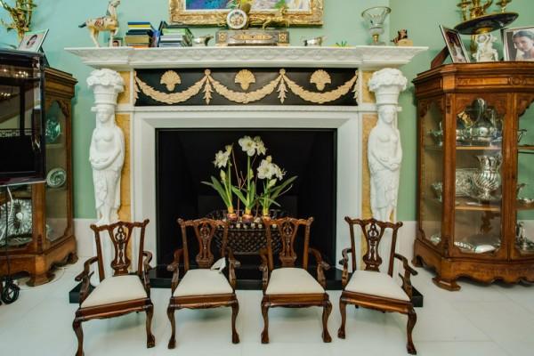 Chimenea de marmol con esculturas