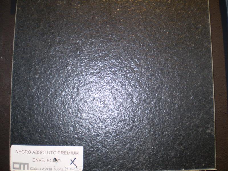 Negro Absoluto Premium envejecido